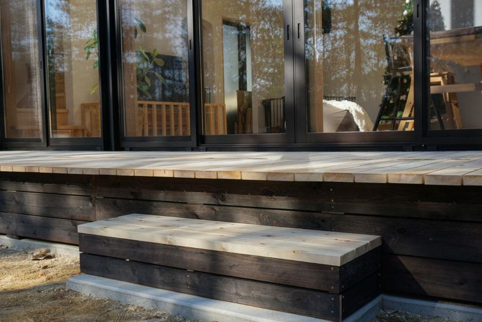 奈良県吉野の阪口製材所の高野槙の無垢材。幕板は杉板です。DIYでも使えるバラ板です。