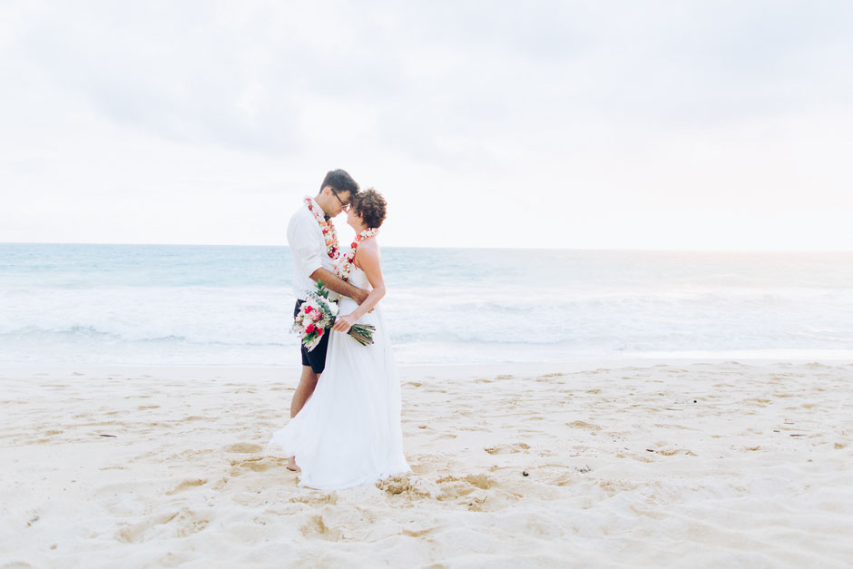 wedding photographer hawaii waikiki