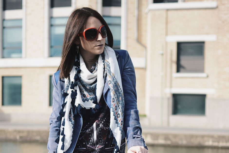 veste bleu perfecto echarpe