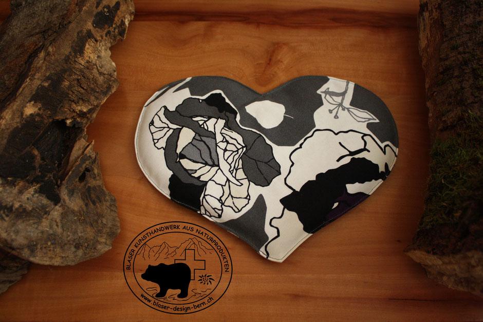 Zeigs mit Herz | Wärmenedes Gefühl | Liebe | Herzform | eine etwas andere Wärmflasche | Herzform | Schwarz Weiss Grau Anthrazit Silber | blaser-design-bern