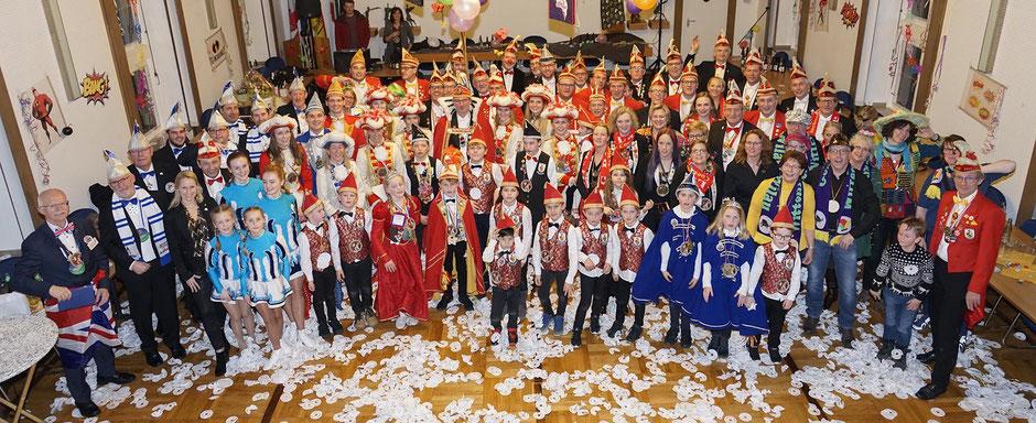 Gemeinsammes Gruppenfoto zum Abschluss der Karnevalssession
