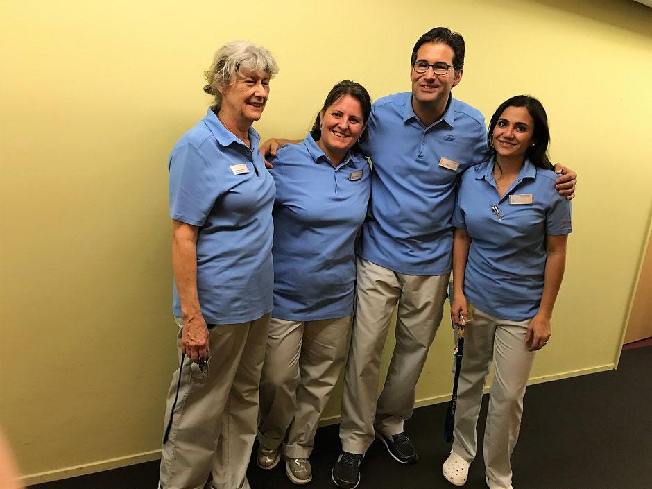 Die Arbeit als Pflegender in einem Seniorenzentrum fährt in vielfacher Hinsicht ein.
