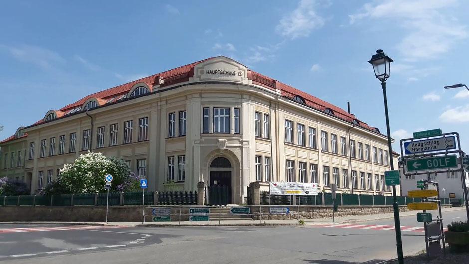 Das Schulgebäude im Jahr 2018
