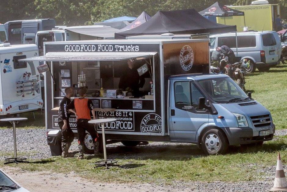 GOODFOOD FOOD TRUCKS im Vordergrund; im Hintergrund Fahrerlager des MSC Werl