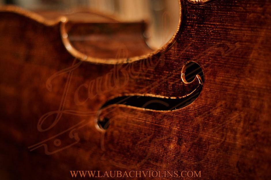 Laubach Meistercelli hängen von historischen Instrumenten
