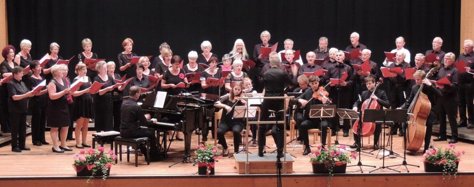 Der Volksliederchor Wielenbach beim Konzert zum 60jährigen Jubiläum in der ausverkauften Stadthalle Weilheim