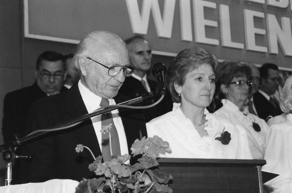 2. Mai 1998: Konzert im Frühling. Das bewährte Ansageteam Rita Schwaiger und Thomas März