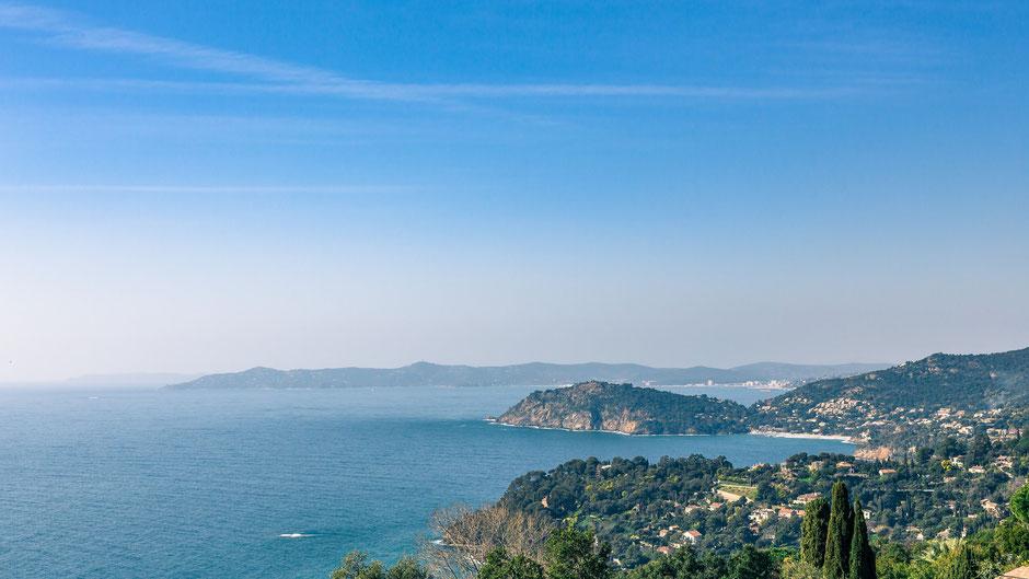 Vue depuis les hauteurs de Rayol-canadel-sur-mer. Nous pouvons voir le cap nègre.