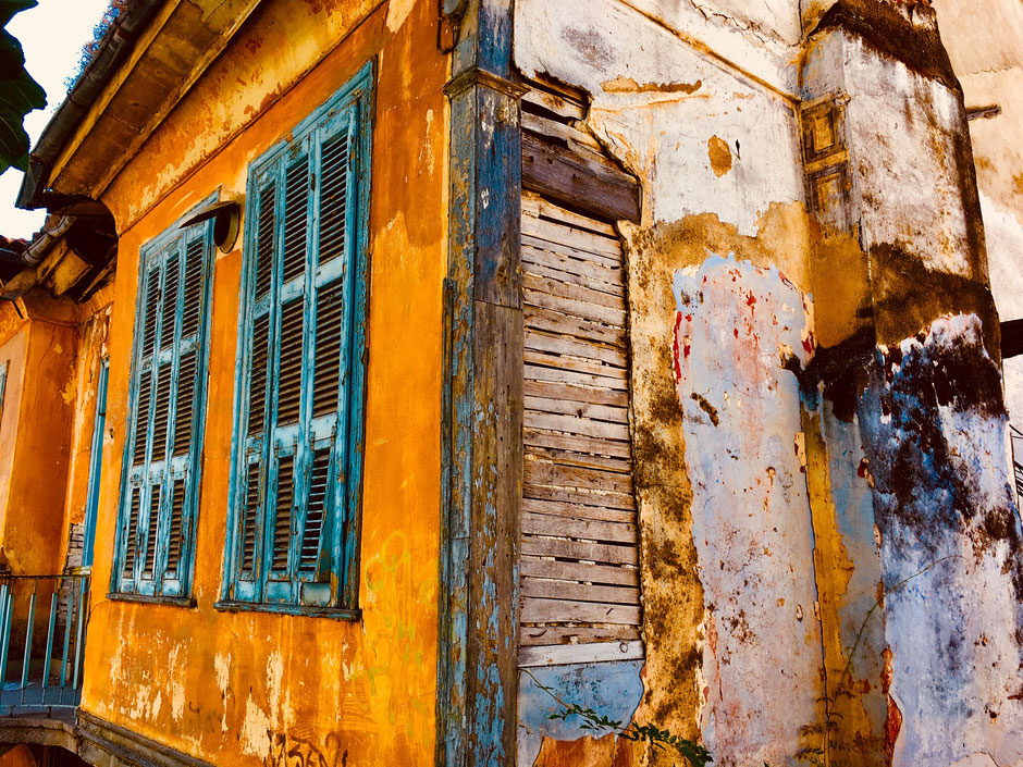 Zerfallene, unbewohnte Häuser in Kavala