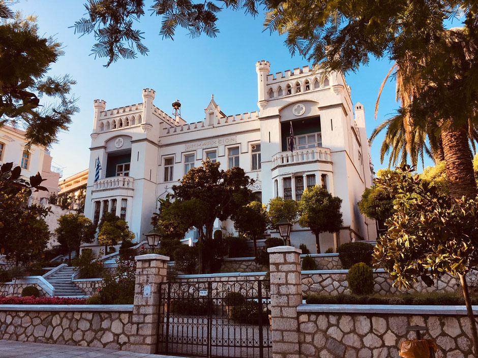 Das im gotischen Stil erbaute Rathaus von Kavala