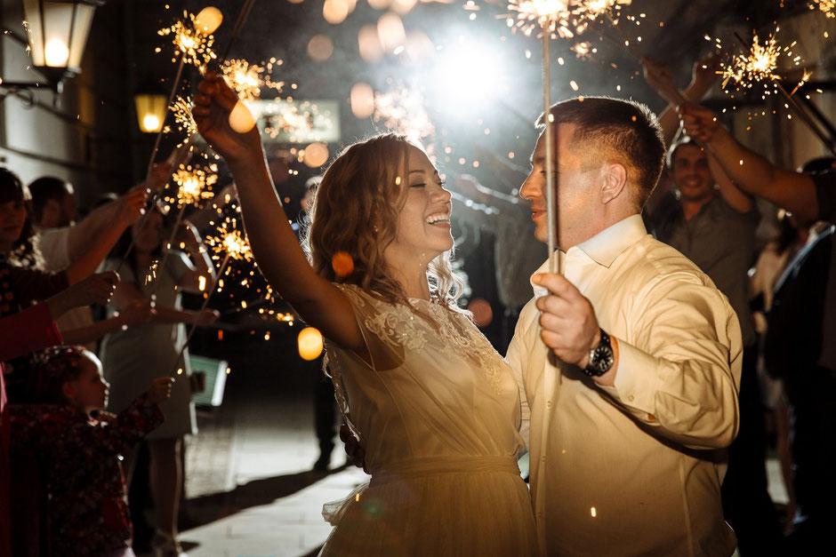 Яркий финал свадьбы