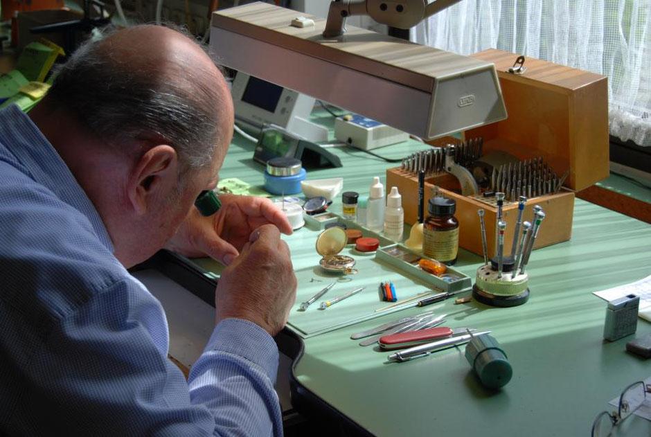Erwin Steckbauer Uhrmachermeister mit über 60 Jahren Erfahrung