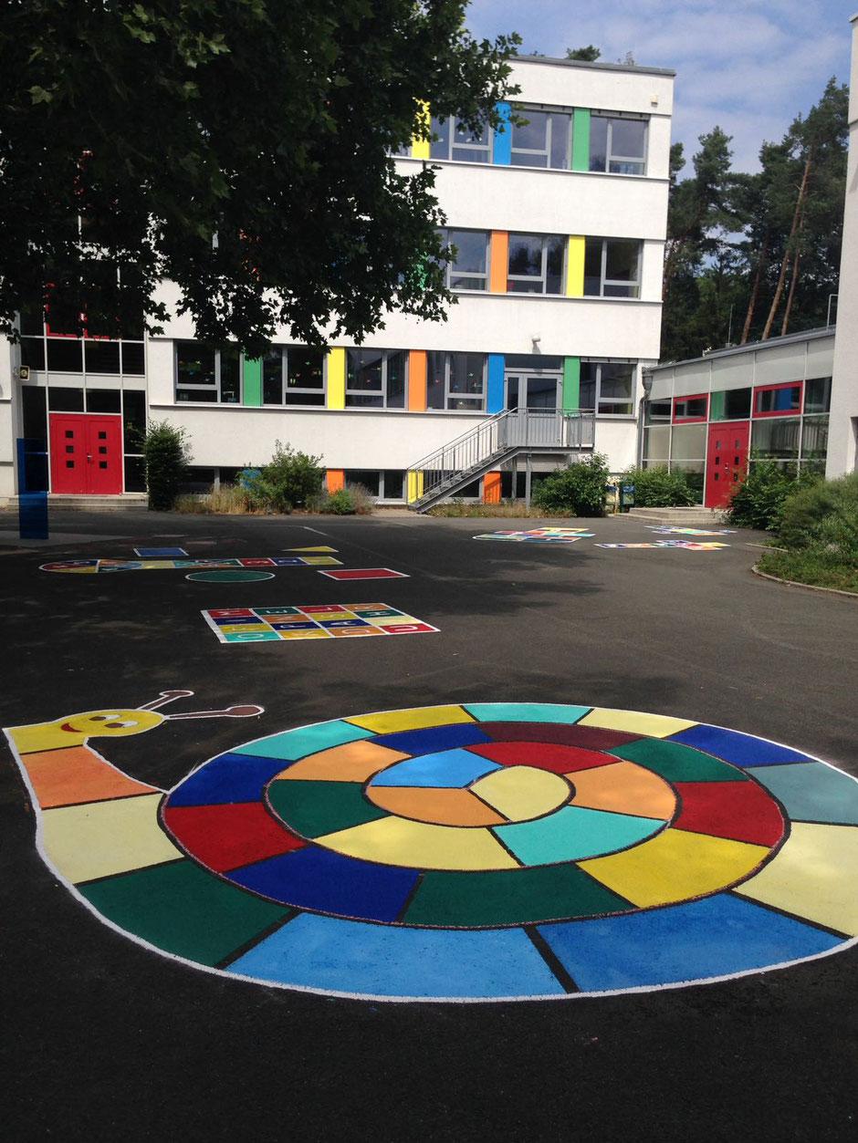 Malerarbeiten auf dem Schulhof