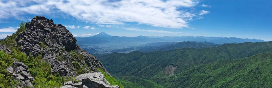 乾徳山と富士山と南アルプス
