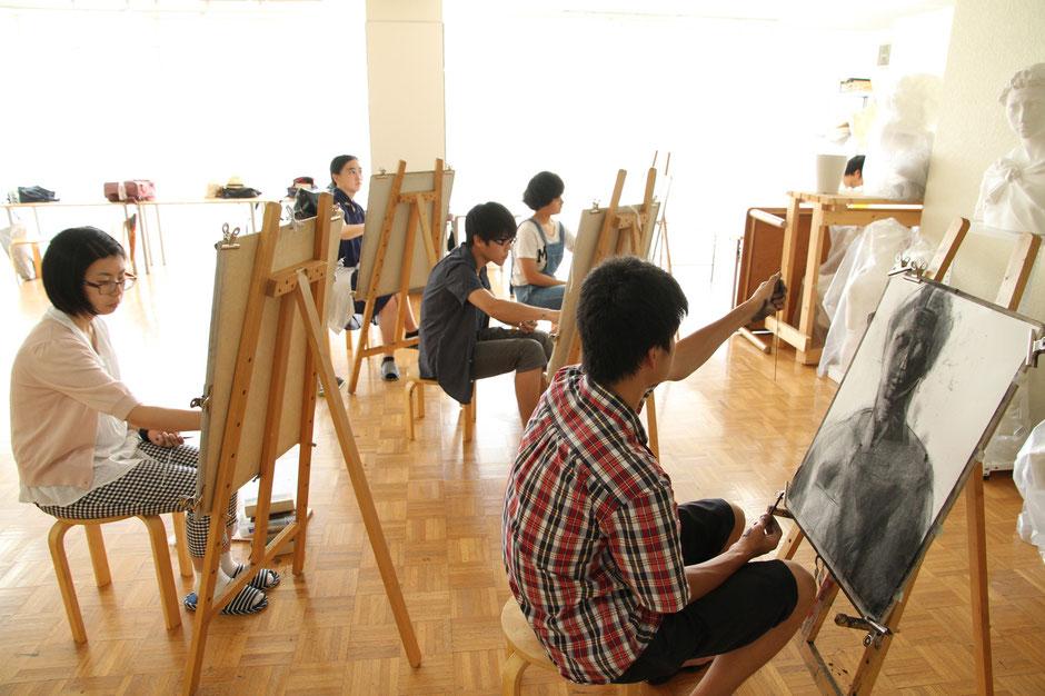 金沢美術工芸大学の受験予備校「金沢美術学院」での講習会