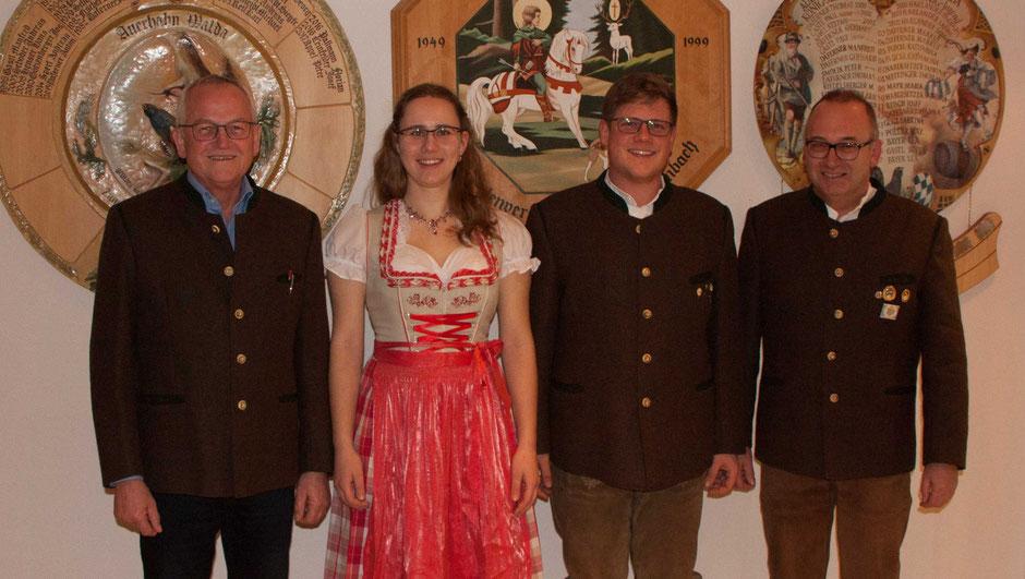 Die geehrten Rundenwettkampschützen (v. l.): Josef Meitinger, Maria Mayr, Markus Riedelsberger und Gerhard Daferner