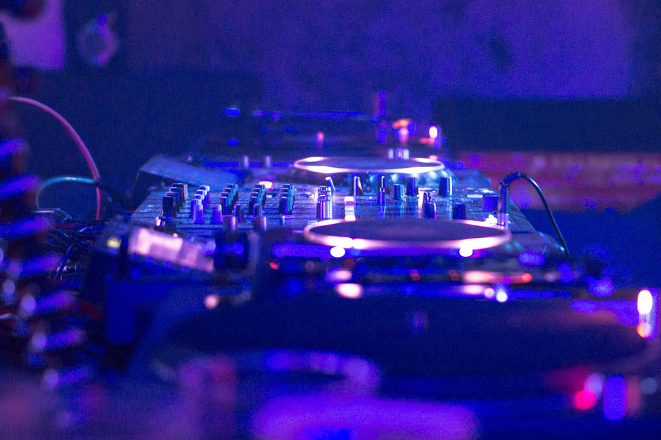 Playlisten DJ Tollstoi - RadioMixes - tollstois Webseite!