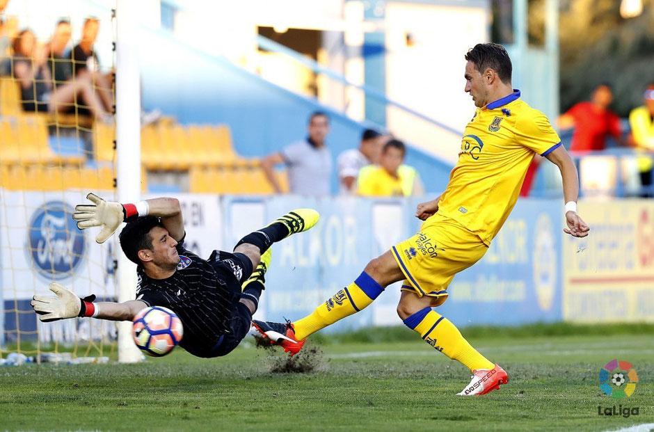 Sergio Herrera tuvo un excelente debut en Segunda con el Huesca. Foto: LaLiga