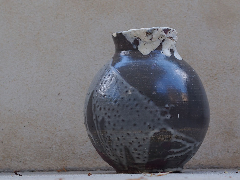 """""""Moon jarre"""", grès tourné, émaux superposés, cuisson HT. Ø 23 cm x 28cm. 120€"""