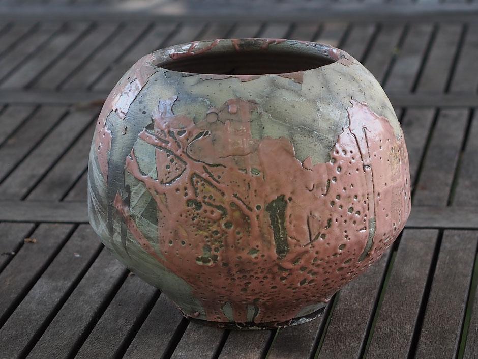 """Vase """"rose"""", grès tourné, cuisson BT, émail partiel, mélange de techniques. Taille : Ø19 x 23 cm. 115€"""