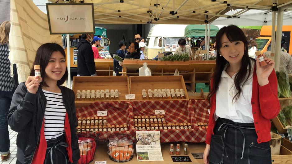 Farm of Frost、代表の宮﨑可奈子さん(写真右)。「変わらぬ味を届け続けるだけなので、上質な唐辛子の味を、ぜひみなさんに知ってほしいですね。」
