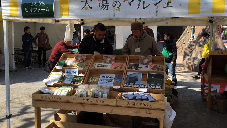 農業生産法人せとうちビオファーム、代表取締役の佐藤潤さん。お店の様子。