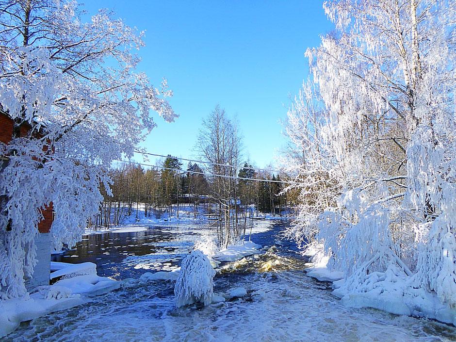 Schon mal im Winter in polaren Gefilden in einem solchen Panorama am Fluss geangelt?  In Sysmä Virtaa ab Januar möglich.