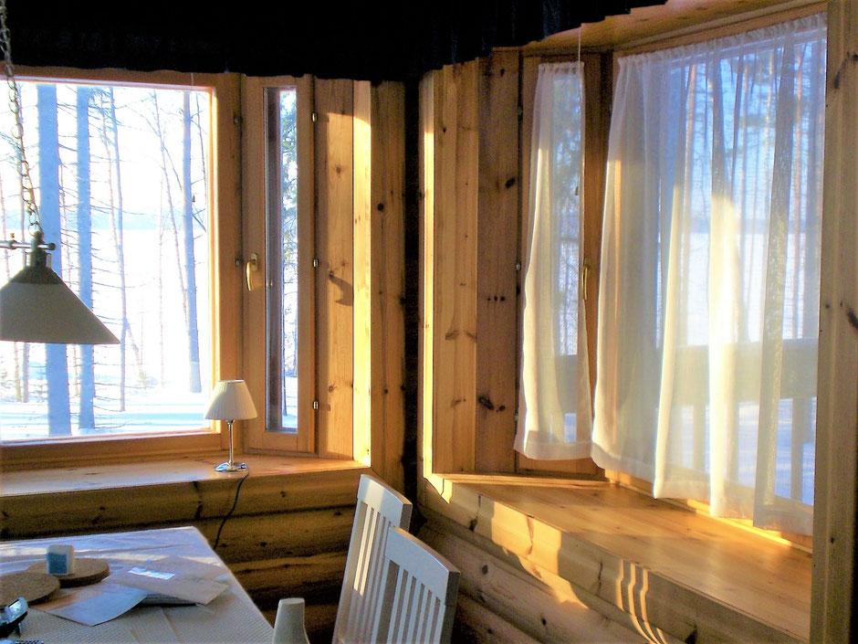 Wintersonne im Ferienhaus am See