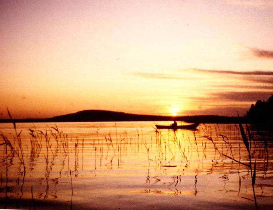 Angeln beim Sonnenaufgang Päijänne See Finnland