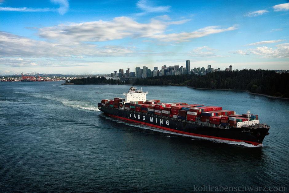 Blick auf Vancouver von der Lions Gate Bridge
