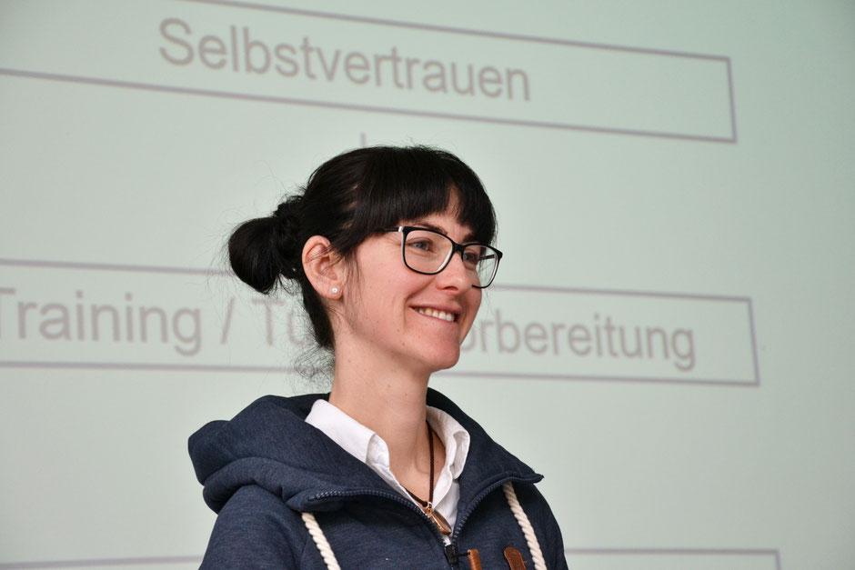Sportpsychologin Catherine Gratzl im Portrait. Sie zerlegt den Weg vom Training bis Turnier in seine Komponenten. (c) Maria Appenzeller