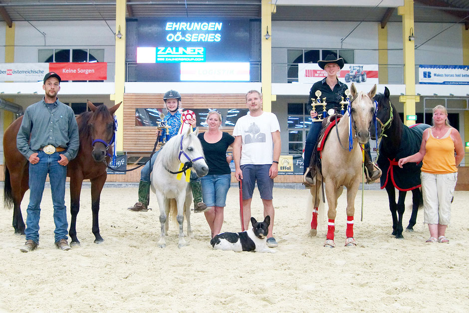 OÖ Series 2016: Franziska Schrenk ist Champion und Reserve Champion Reining Youth. Eva-Maria Hofer ist Champion Reining Rookie und Amateur.