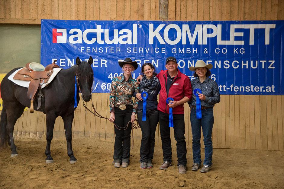 """Eva-Maria Hofer, Iris Trauner, Thomas Trauner und Waltraud Kogler gewannen als """"Drei Engel für Tom"""" den Team-Bewerb. Foto: Indrich"""