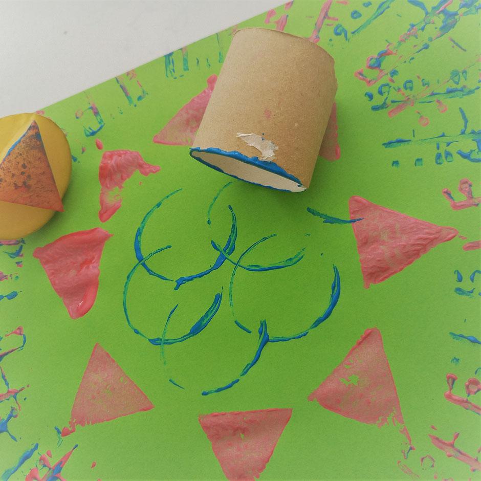 Bunte Muster aus Kartoffeldruck. Foto: Franziska Craney/STA.F.F.