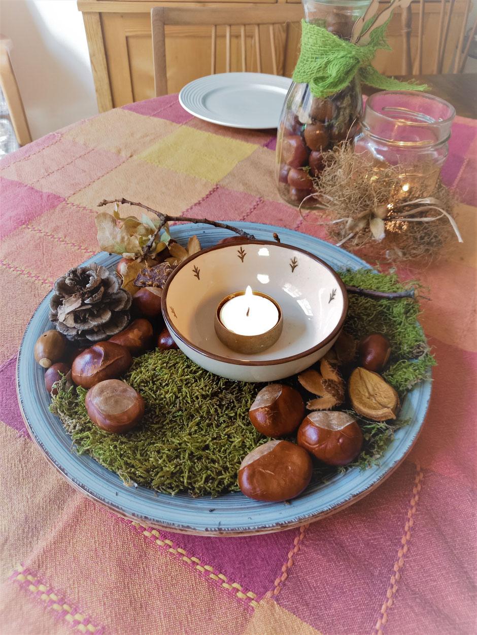 Tischdekoration Deko Herbst Kastanien Moos Kerze