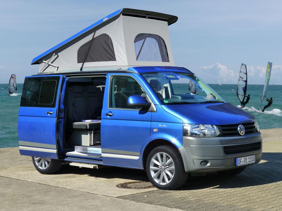 """Schlafdach Reimo """"Easy Fit"""" mit der """"Open Sky"""" Option in Wagenfarbe auf  einem VW T5"""