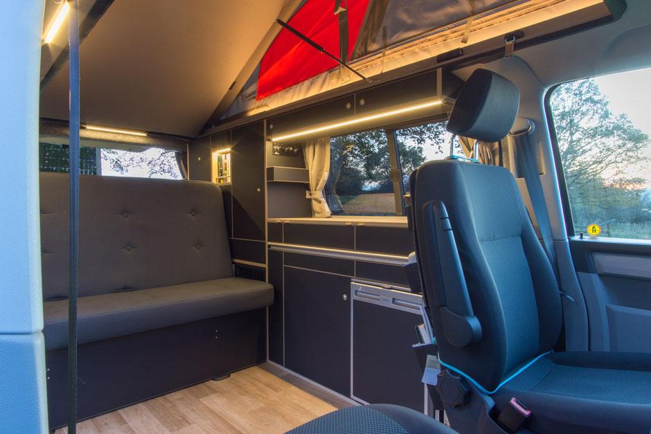 Campingausbau Discarvery WohnBUS auf VW T6.1 mit SCA 290 Aufstelldach