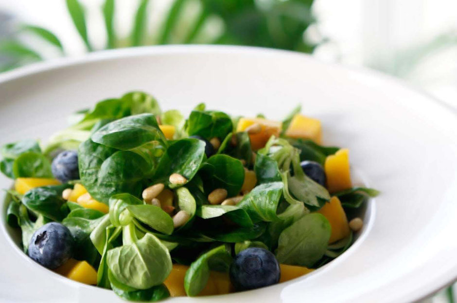 Fruchtiger Feldsalat | clean, vegetarisch & schnell zubereitet