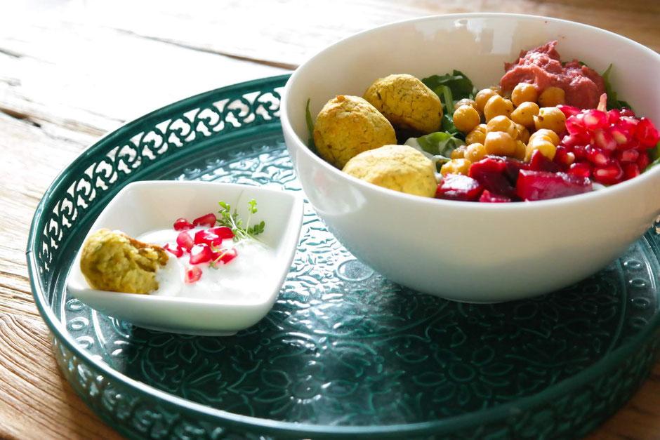 Orientalische Bowl mit Dreierlei Kichererbsen | clean, proteinreich, vegetarisch