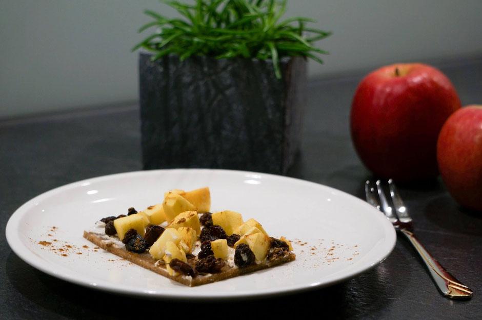 Süßer Apfelflammkuchen | fruchtig, clean & natürlich gesüßt