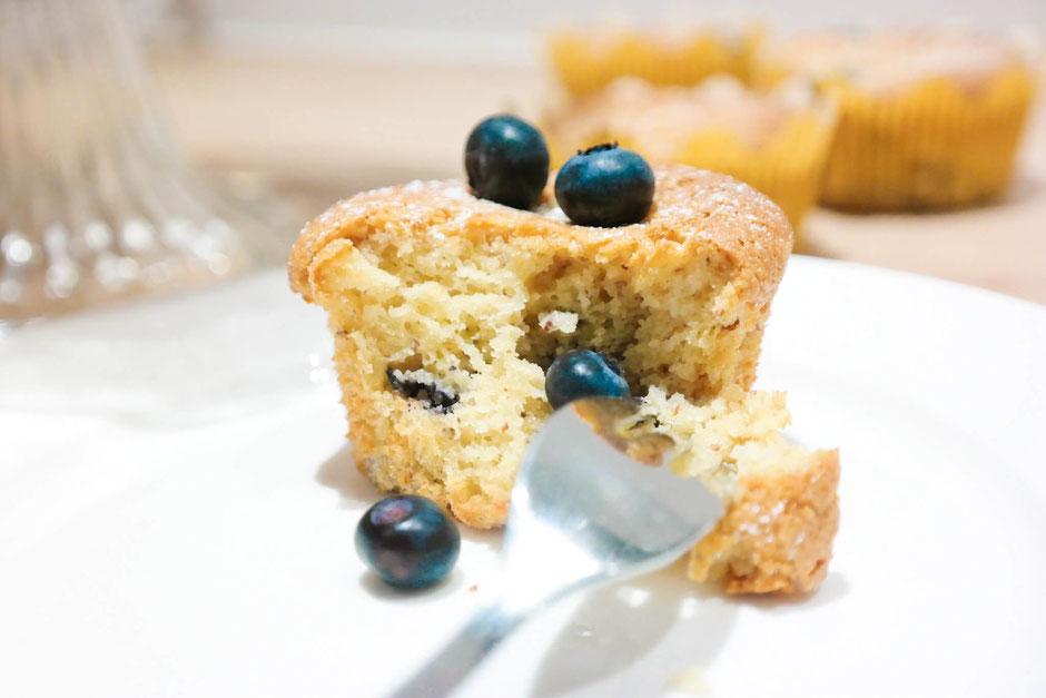 Leichte Mandel-Blaubeer-Muffins - low carb & fruchtig