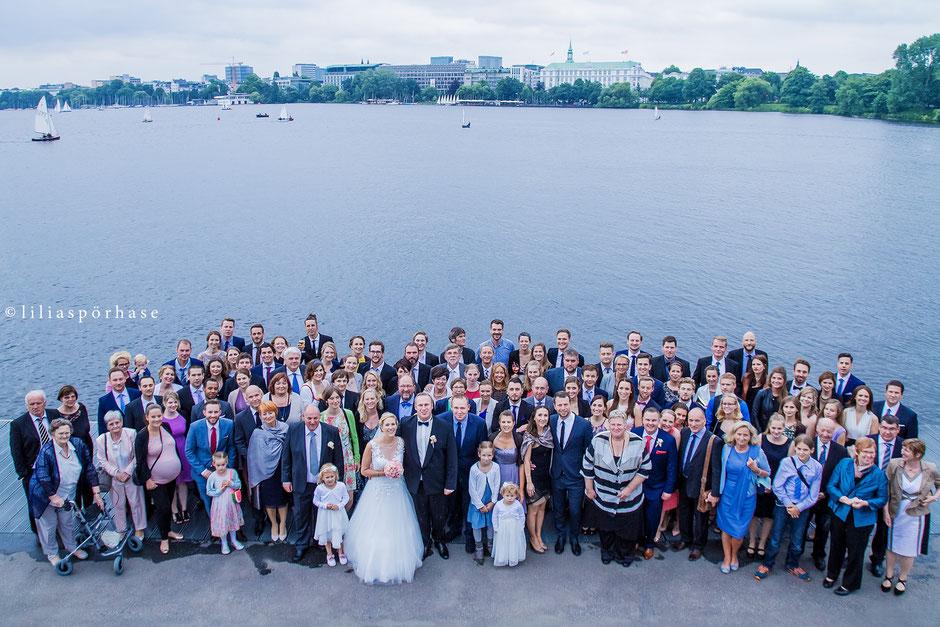 Hochzeit, Gruppenfoto, Hochzeitsgäste, liliaspoerhase, Lilia Spörhase, Fotografie, Alster, Binnenalster, Hamburg, Gruppenbild
