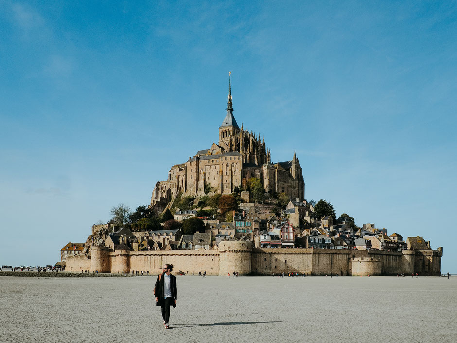 Rafael in front of the Mont Saint-Michel