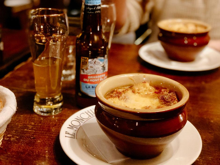 Soupe à l'oignon à Le Monchu Restaurant in Chamonix (French Alps, Alpes françaises)
