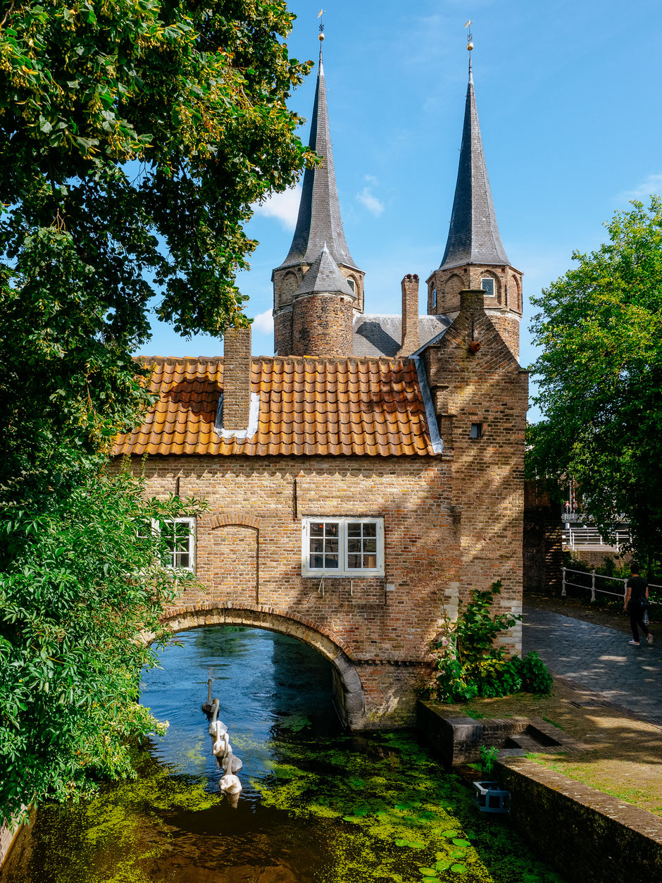 Eastern gate, Architecture, Delft, Canal
