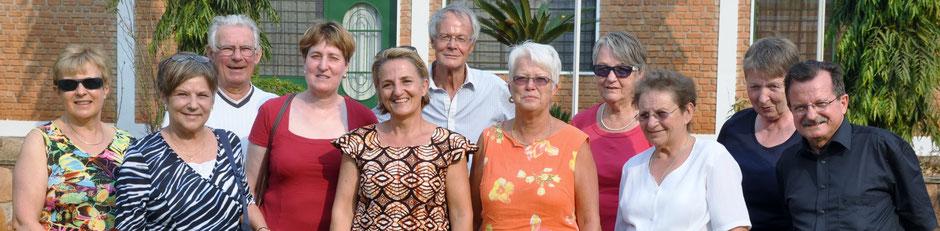 Der Idee für ein Jugendhilfe-Projekt entstand im August 2014 auf der Gruppenreise durch Burundi. Diese wurde von Otto Haunreiter  (hinten  Mitte) und Ruth Staub (vorne MItte) geleitet