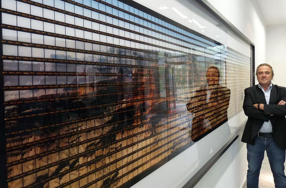 """Thomas Kellner vor- und als Spiegelbild auf - seinem """"Grand Canyon"""". 2014 stand er am Originalschauplatz. Foto: Alexander W. Weiß SZ"""