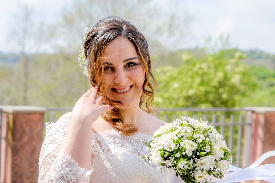 Braut mit Blumenstrauß auf Sizilien