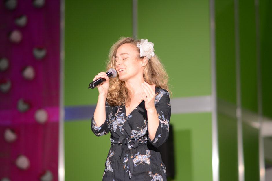 """Sandra Weigel singt zur Messe """"Hochzeit und Feste"""" in Erfurt"""