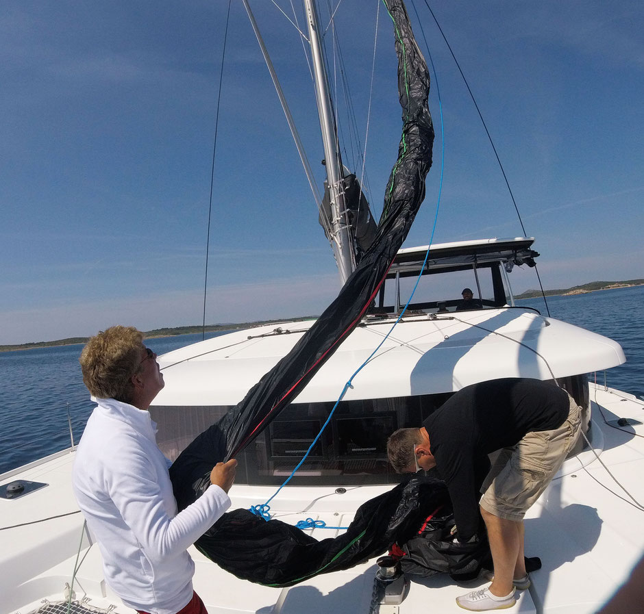 Parasailor, Catamaran Skipper Training book, Catamaran Docking Training, Catamaran Lagoon 42, Catamaran Maneuer Training, Catamaran Skipper Training, Catamaran Harbor Maneuver Training, Spring leash undocking, Catamaran Docking Training, Nautical Miles